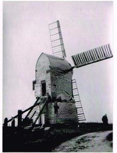 (9) Wrawby 1930s, tarring